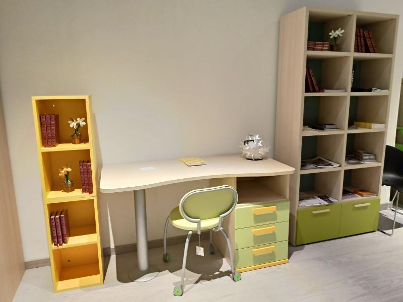 scrivania-con-cubotti-colombini